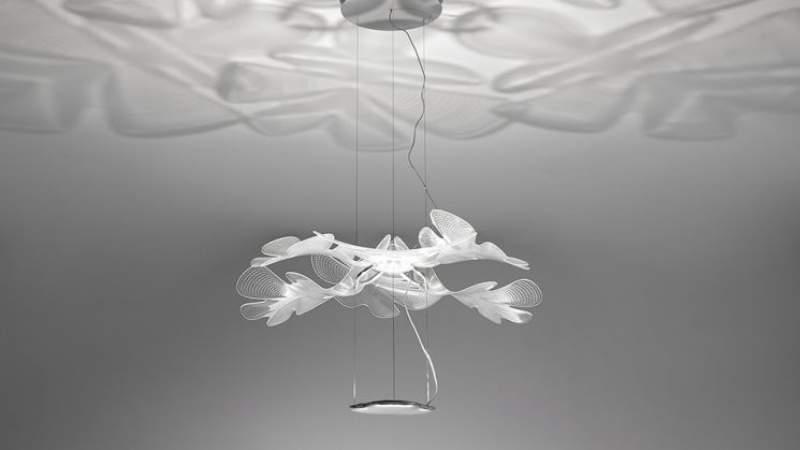 La posizione corretta per i lampadari moderni in un soggiorno