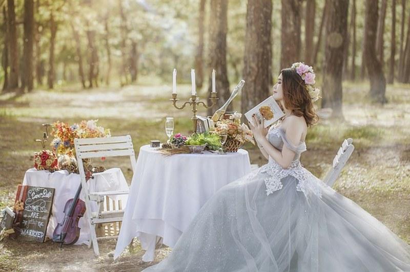 Ospite ad un matrimonio? Ecco i vestiti assolutamente da indossare