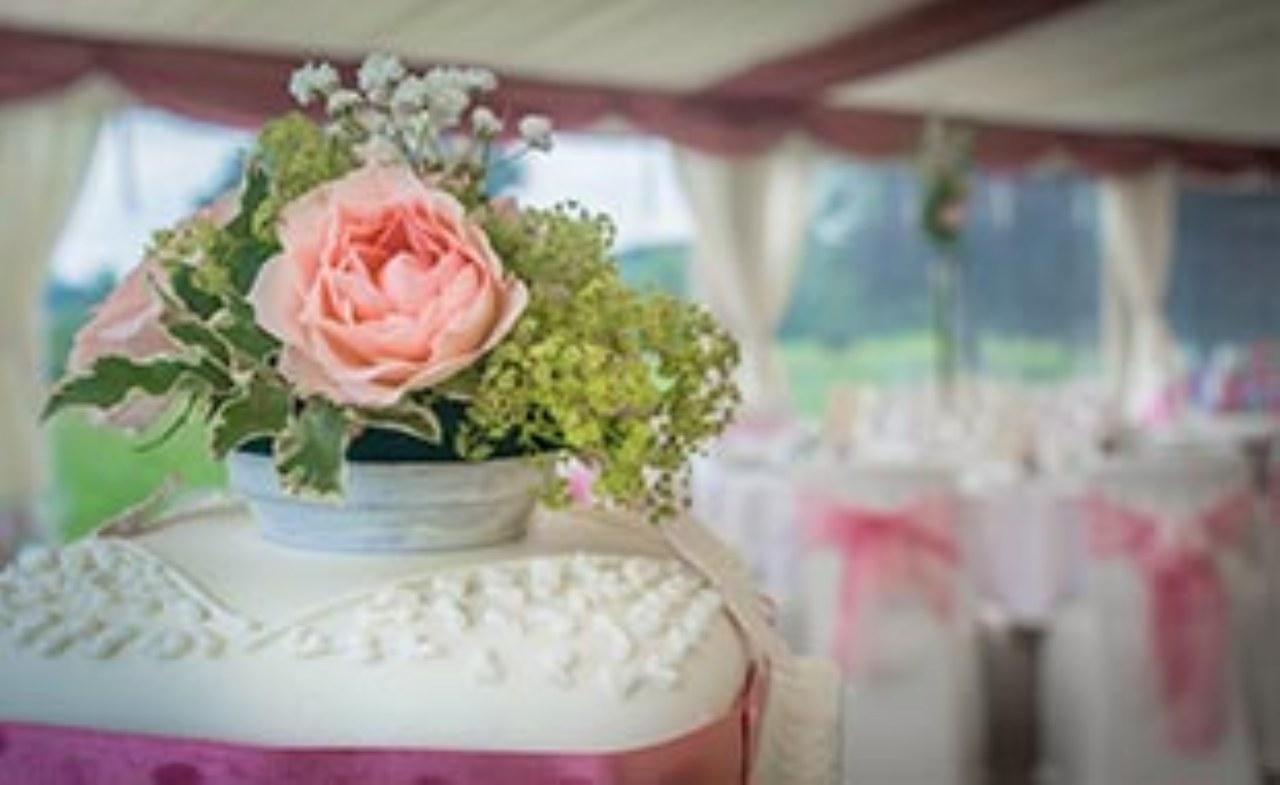 Che matrimonio è senza la torta nuziale?